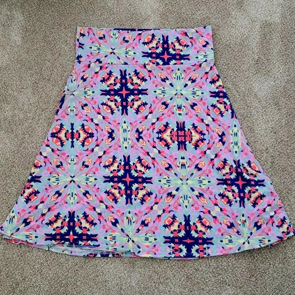 Lularoe Azure, t-shirt feel knee length skirt, XL